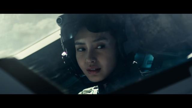 AngelaBaby 揸戰機  《天煞 - 地球反擊戰 2》預告登場