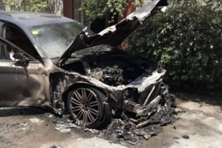 買新車燒香拜神求平安,點知車頭著晒火
