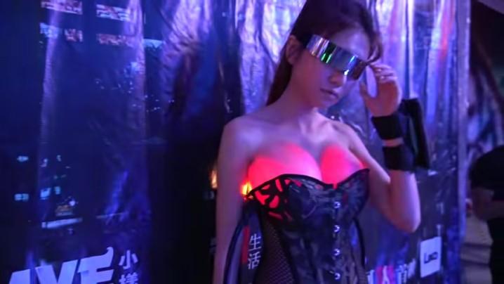 夜場你贏晒啦!深圳女 YouTuber 將假胸變車頭燈